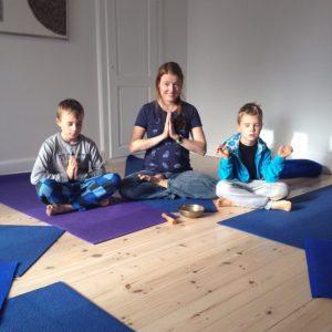 Ro i yogaoasen Yoga for børn