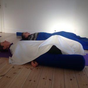 Skøn afspænding efter hjerteåbnende yoga. ønt
